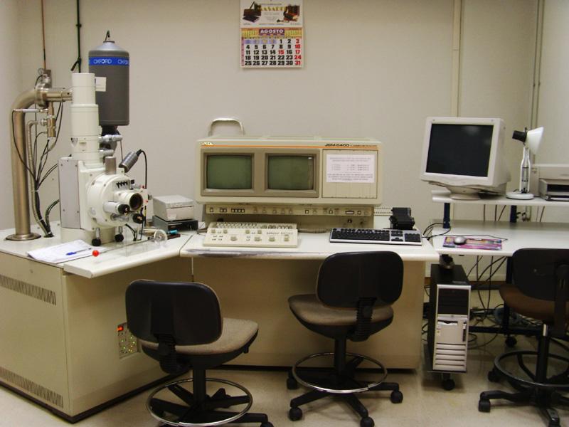 Microscopía electrónica de barrido. Mod JEOL JSM-6400