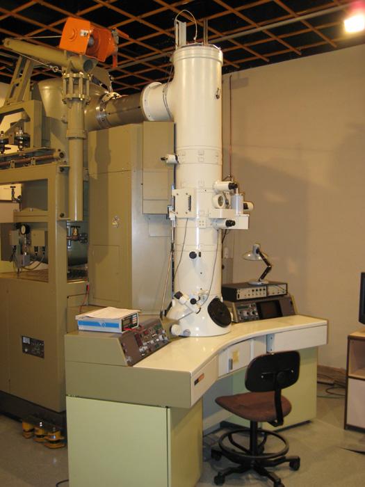 Microscopía electrónica de transmisión. Mod_ JEOL JEM-4000-EX